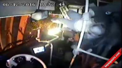 Yolcu otobüsünün devrilme anı kamerada...