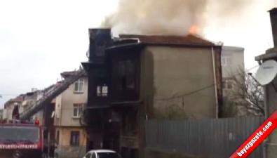 Üsküdar'da Ahşap Binada Çıkan Yangın Korkuttu