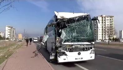 İki Otobüsü Çarpıştı: 1 Ölü, 30 Yaralı
