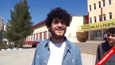 O Ses Türkiye yarışmacısı Batmanlı Emrah'a sınav çıkışında büyük ilgi