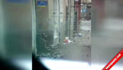 O Anlar Kamerada... Bağlar'da Teröristler Vatandaşları Kalkan Olarak Kullanıyor