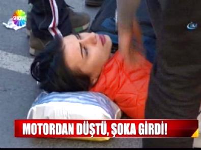 Motosikletten düşen genç kadın tir tir titredi