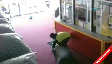 Kadın silahlı saldırgana ölümüne direndi