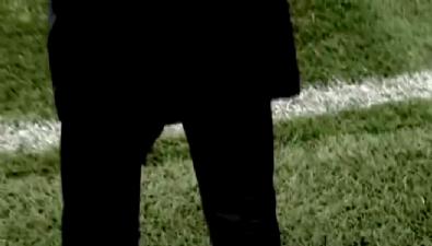 Zidane'ın pantolonu yine yırtıldı!
