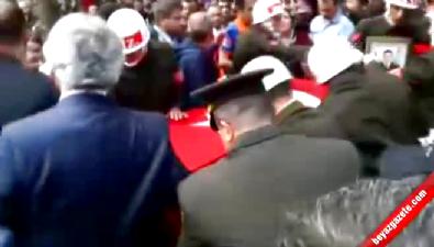 CHP Balıkesir Milletvekiline Şehit Cenazesinde Saldırı