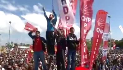 CHP ve HDP'liler Omuz Omuza ''Biji Serok Apo'' diye bağırıyor
