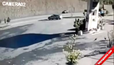 İki otomobil çarpıştı... Kaza anı kamerada
