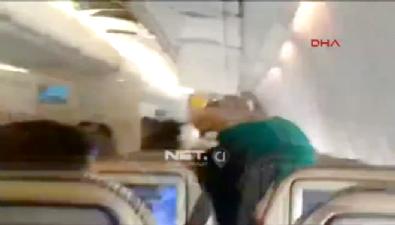 Türbülansa giren uçaktaki yolcuların dehşet anları