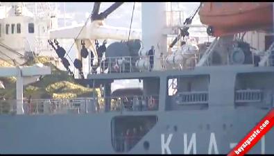 Rus askeri gemisi güvertede 'tankla' İstanbul Boğazı'ndan geçti