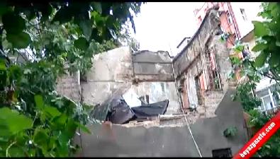 Kadıköy'de tarihi binanın duvarı çöktü: 3 yaralı