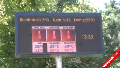 Antalya'da sıcak hava asfaltı eritti