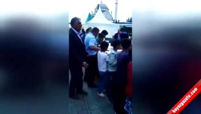 İftar çadırında mülteci çocukları tartakladılar
