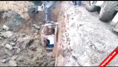 Toprak altında kalan işçi zor kutarıldı