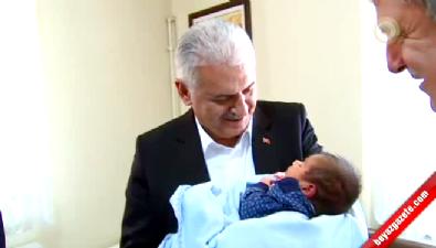 Başbakan'dan sürpriz bebek ziyareti