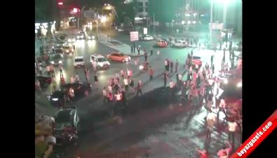 Kızılay'da vatandaşların tankın üzerine çıkması (Mobes Kamerası)
