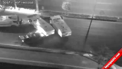 Tankın TOMA'yı iterek yolu açması ve askerlerin inmesi (Mobese Kamerası)