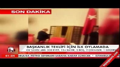CHP'li vekiller mecliste Bakan Akdağ'ın üzerine yürüdü