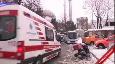 İstanbul'da cami avlusunda tente çöktü