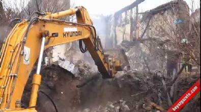 Denizli'de yangın bir aileyi yok etti