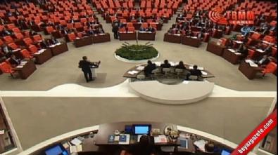 CHP'den anayasa değişiklik teklifine kırmızı kartlı protesto