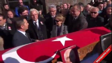 Cenaze töreninde CHP'lilerin 'biz de konuşacağız' tartışması