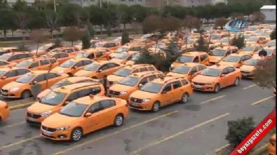 Atatürk Havalimanı taksicilerinden 'indi-bindi' protestosu
