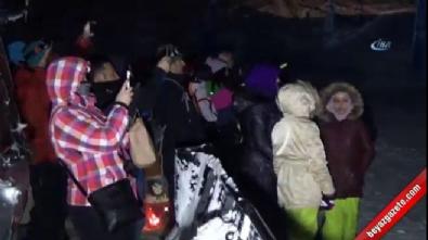 Çılgın snowboardcular 70 derece eğimli tepeden gece karanlıkta kaydı
