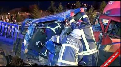 İki kamyonet kafa kafaya çarpıştı: 1 ölü, 4 yaralı