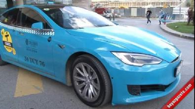 İstanbullular 'Turkuaz Taksi'ye yoğun ilgi gösteriyor