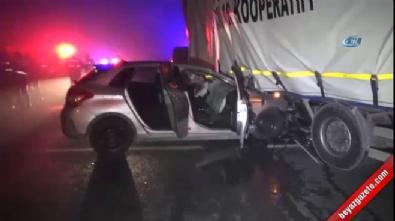 Otomobil tırın altına girdi: 1 kişi öldü,1 kişi yaralandı