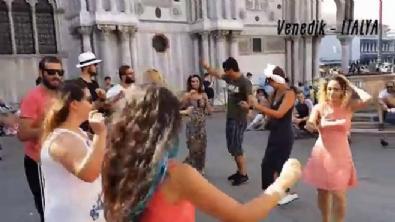 Avrupa'nın Sokaklarında Erik Dalı şarkısıyla coşan gençler