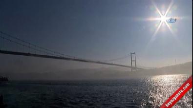 İstanbul Boğazı'nda sis kartpostallık manzara oluşturdu