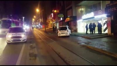 Gece üşüyen çocuklar banka şubesine girdi - İSTANBUL