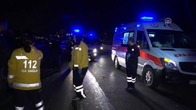 ataturk - Zeytinburnu'nda servis aracı otobüse çarptı: 8 yaralı