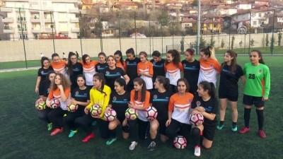 CHP Genel Başkan Yardımcısı Cankurtaran, kadın futbolcularla maça çıktı - ANKARA
