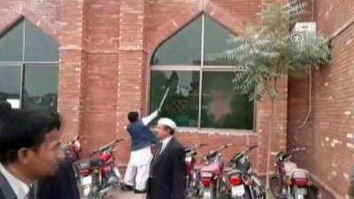 Pakistan'da avukatlar adliye bastı - MULTAN