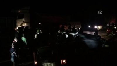 Sanatçının karıştığı kaza sonrası vatandaşlar yolu kapattı - İSTANBUL