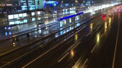 Sağanak yağış etkili oluyor - İSTANBUL