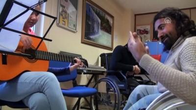 Cam kemik hastası müziği bırakmıyor - ANKARA