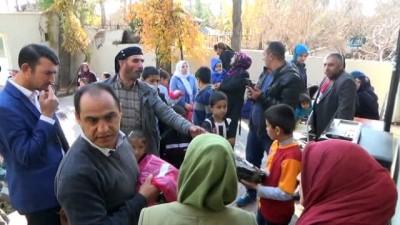 Siverek'te 100 engelli çocuğa bot dağıtıldı