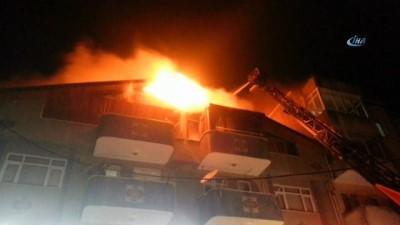 Sakarya'da binanın çatı katı alev alev yandı