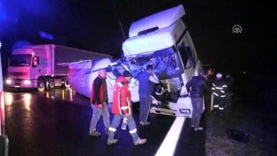 Çimento kamyonuyla kurtarıcı vinç çarpıştı: 1 yaralı - DÜZCE