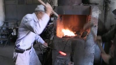70 yıldır demir dövüyor - YOZGAT