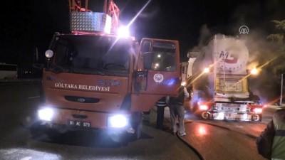Çimento kamyonundaki yangını polisler fark etti - DÜZCE