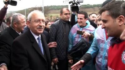 Kılıçdaroğlu, toplu iş sözleşmesi talebinde bulundukları için işten çıkarıldıkları öne sürülen işçileri ziyaret etti - KOCAELİ