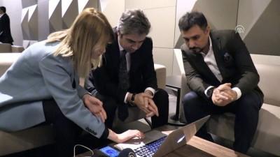 Oyuncu Necati Şaşmaz ve Cahit Kayaoğlu, Anadolu Ajansının 'Yılın Fotoğrafları' oylamasına katıldı - KONYA