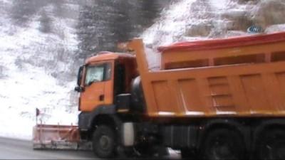 Seydişehir-Antalya karayolunda trafiğe kar engeli