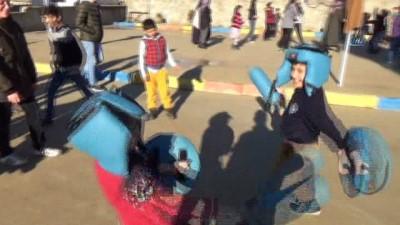 Ahıska Türkü çocuklar, 'Mobil Gençlik Merkezi' ile doyasıya eğlendi