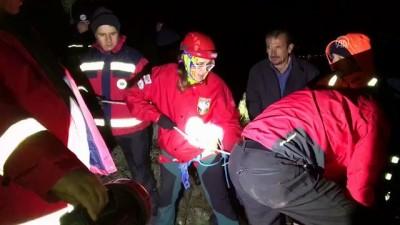 Dağ yamacında mahsur kalan kişi kurtarıldı - MERSİN