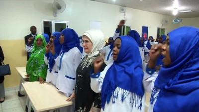 - Emine Erdoğan, Sudan'da TİKA Ebe Eğitim Merkezi'ni Ziyaret Etti